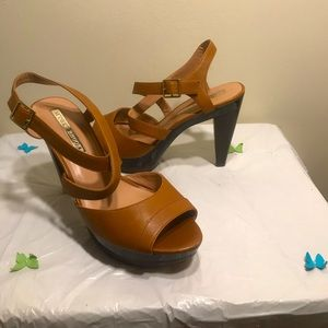 Audre Brooks Abraham platform sandal.    Size 9.5